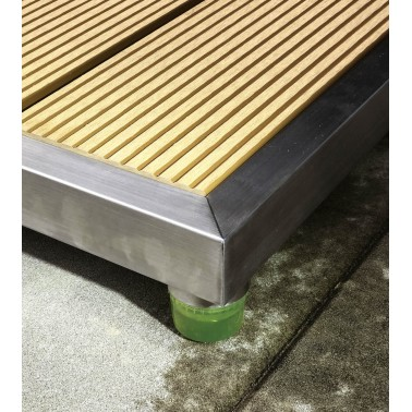 venkovní sprcha s podstavcem z kompozitního materiálu plastu a dřeva – WPC