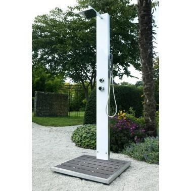 Čísté linie a jednoduchý design zahradní sprchy Tobago