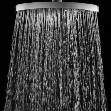 Detail dešťové hlavice venkovní sprchy JEE-O fatline