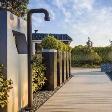 venkovní sprcha designový objekt
